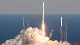 "НАСА изстреля космическия телескоп ""Тес"""