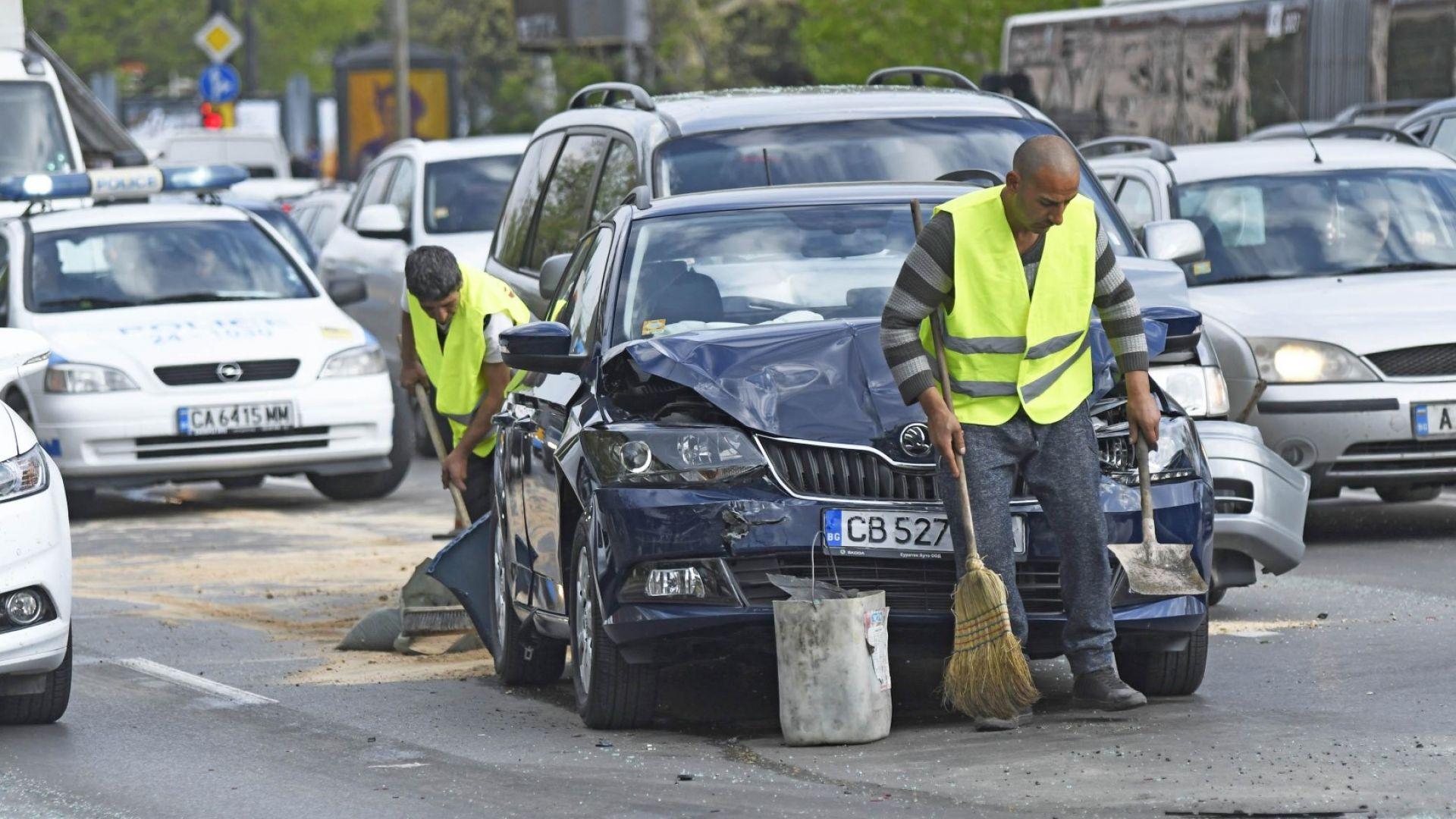 Верижна катастрофа блокира трафика в София