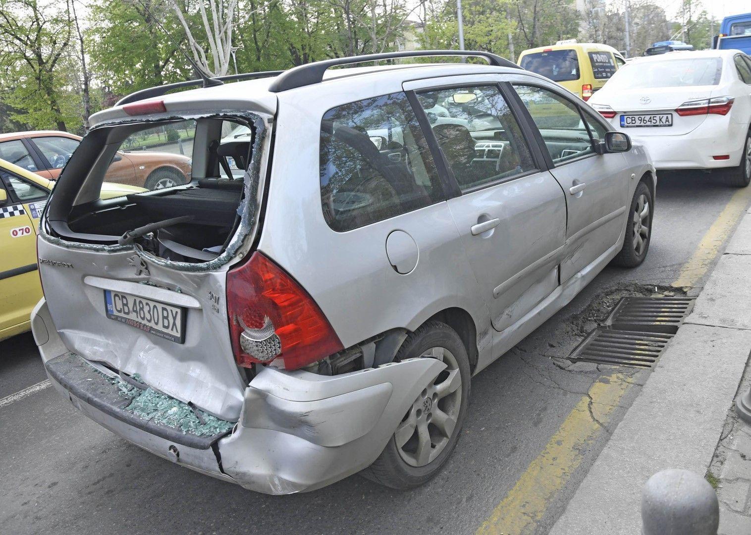 Катастрофата затрудни изключително трафика в час пик