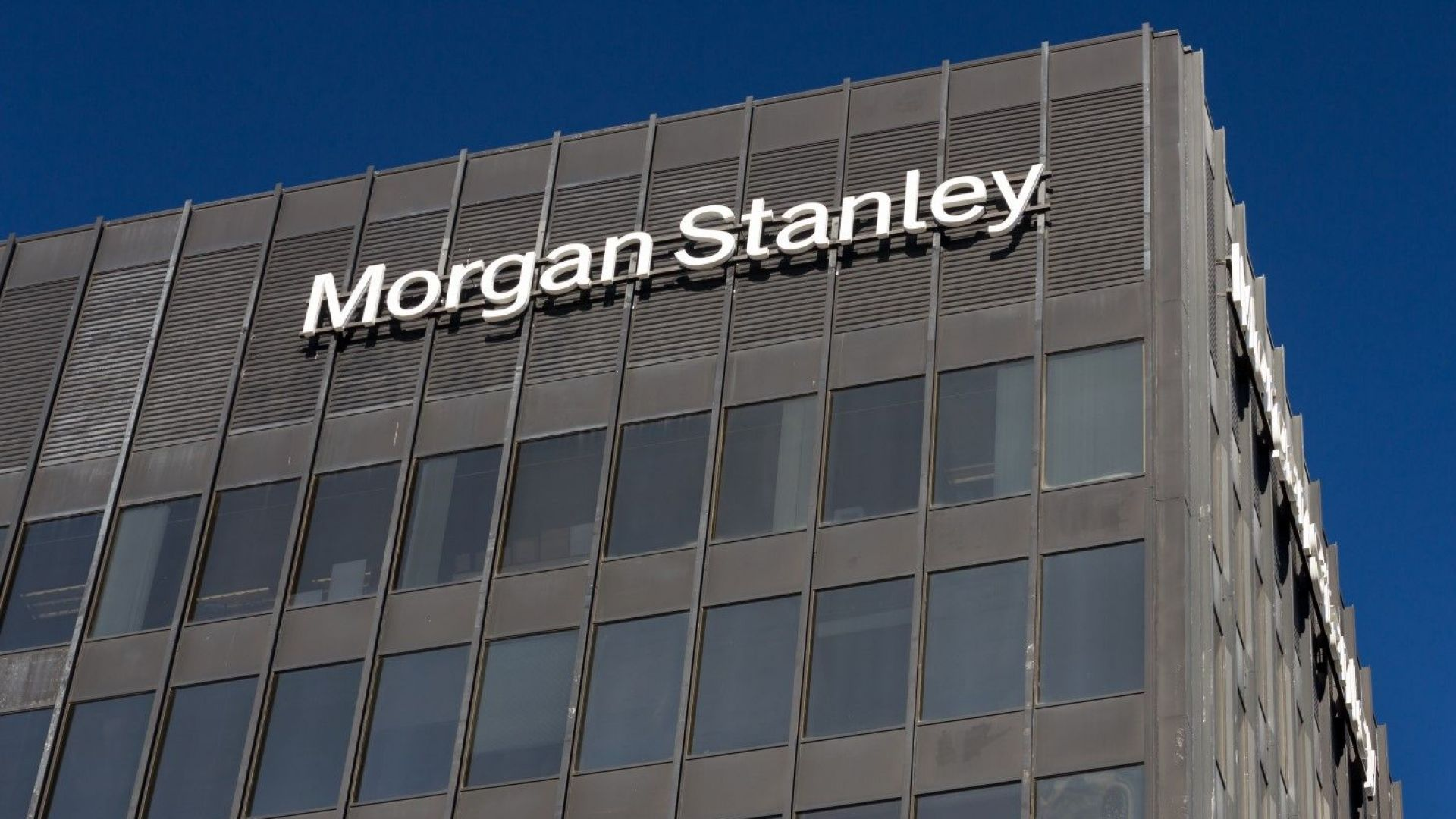Morgan Stanley уволни Морган Стенли