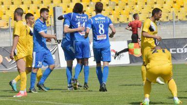 """""""Левски"""" с първа победа в плейофите"""
