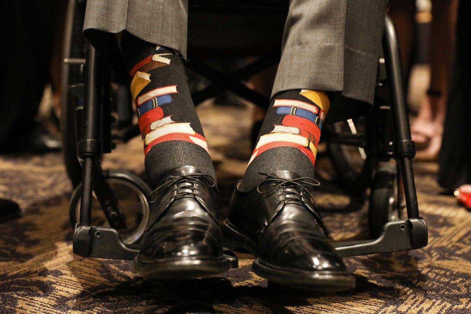 Чорапите на президента Буш в знак на почит към покойната му съпруга