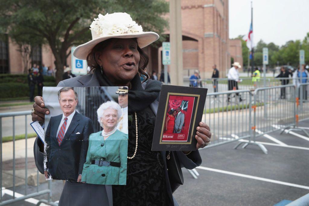 Стотици хора изпратиха  бившата първа дама Барбара Буш