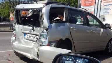 Два автобуса и 5 коли се удариха на столично кръстовище