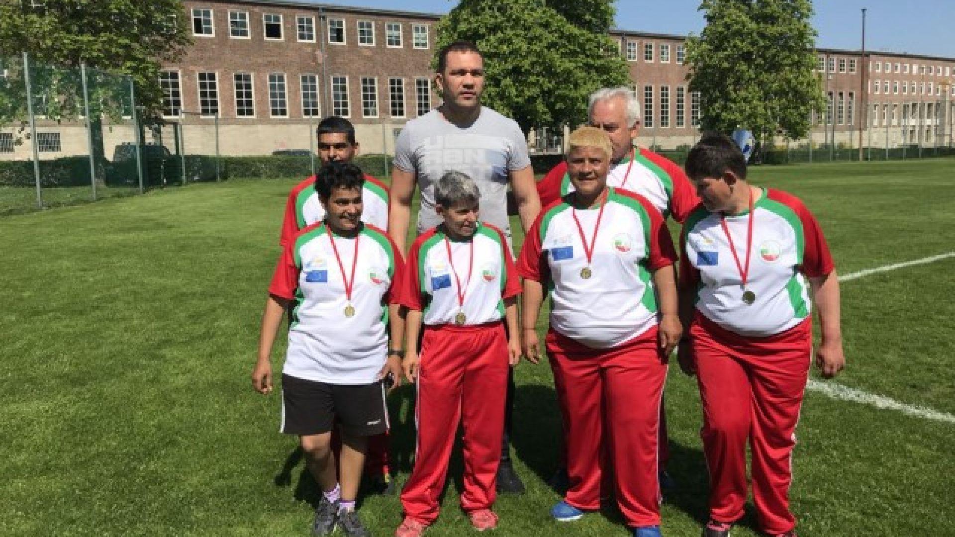 Кубрат Пулев посети българския отбор по интегриран футбол в Берлин