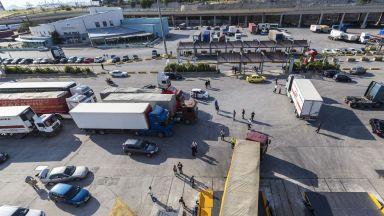 Китайци разследвани за мащабна данъчна измама през пристанище Пирея