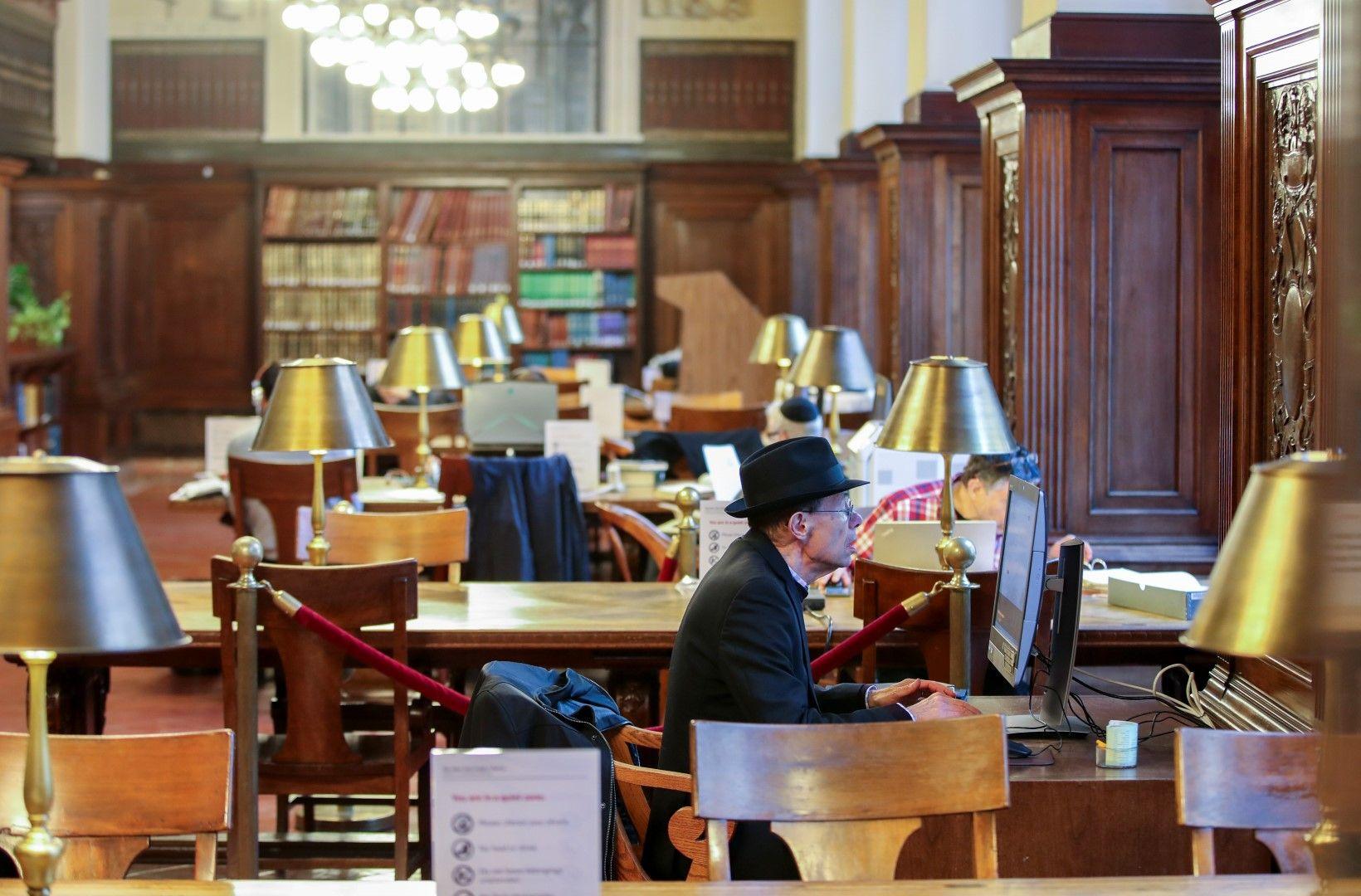 Нюйоркската обществена библиотека