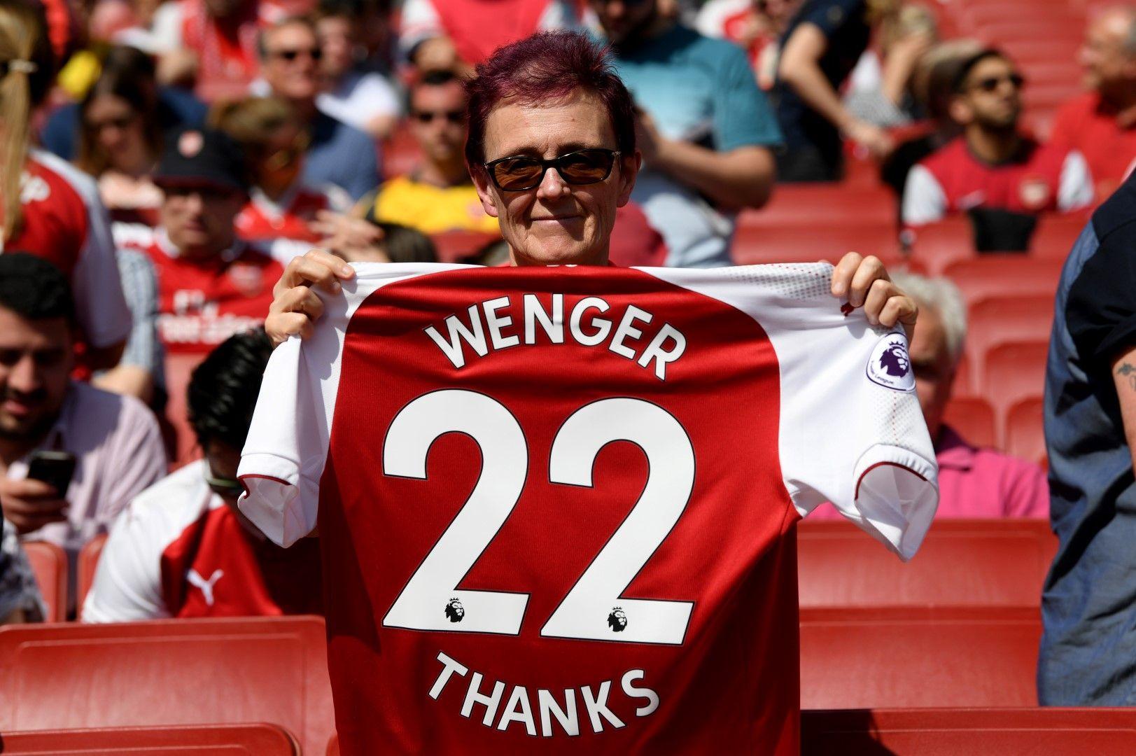 Някои фенове благодарят на Венгер за всичко. Снимка: Getty Images