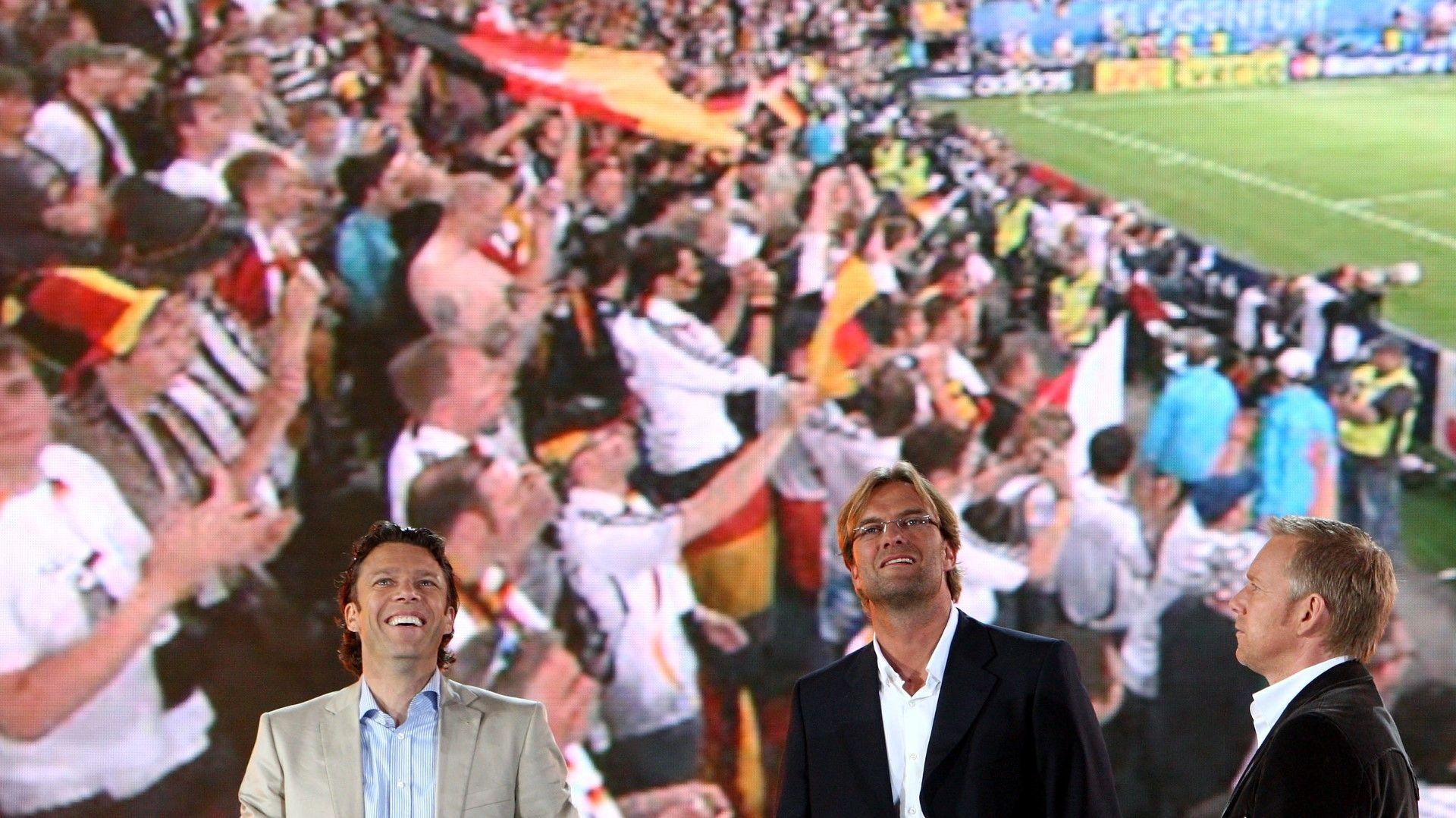 Клоп в студиото на германска телевизия за мач на националния отбор. Снимка: Getty Images