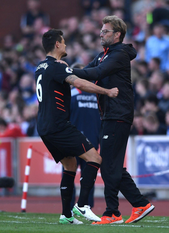 С Деян Ловрен, жестоко критикуван от медии и феновете на отбора за грешките си. Снимка: Getty Images