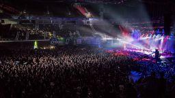 """8000 пяха и куфяха  заедно с """"Хиподил"""", """"Контрол"""", """"Ревю"""" и """"Нова генерация"""""""