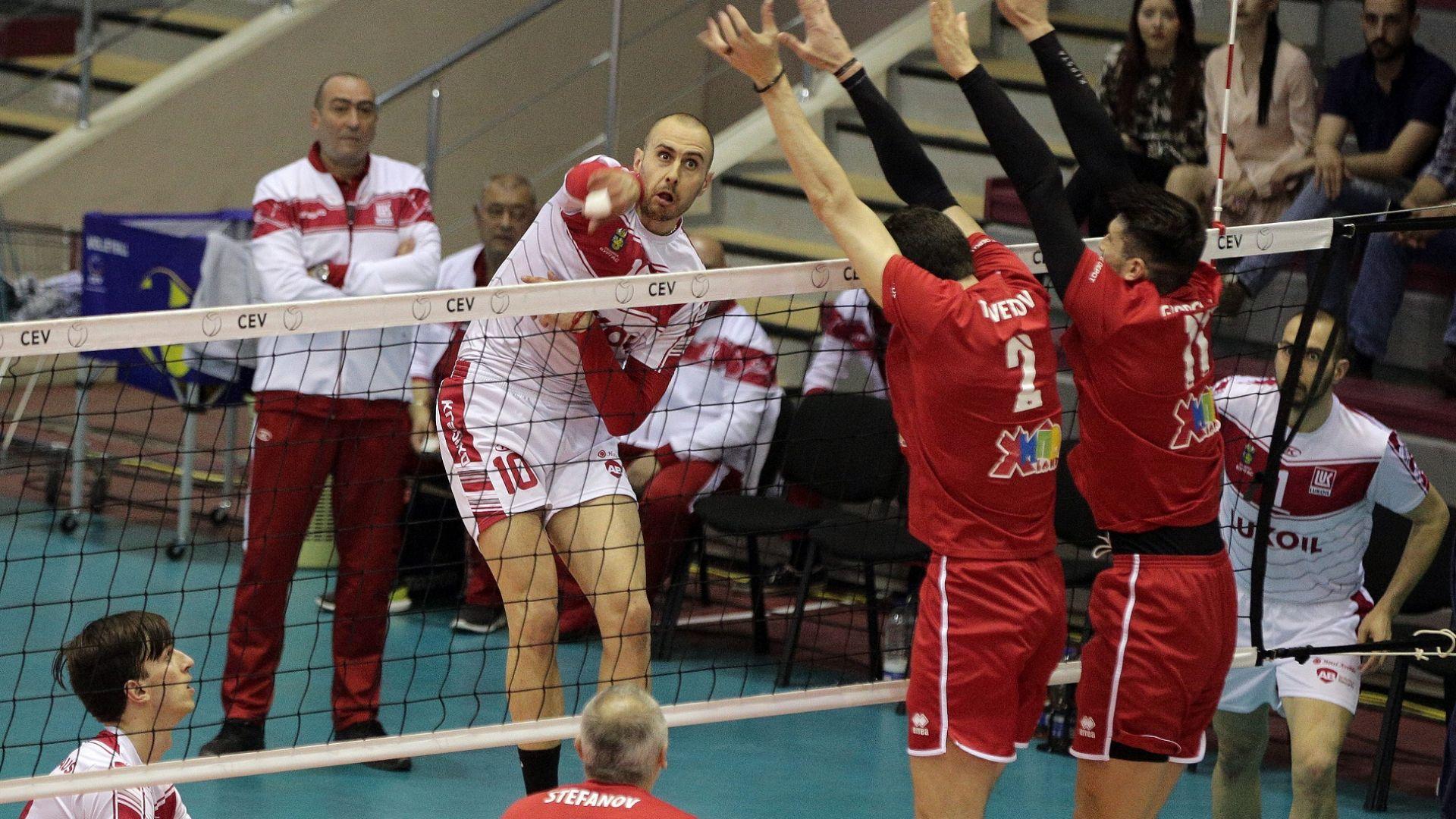 Финалът за титлата във волейбола повтаря битката за Купата