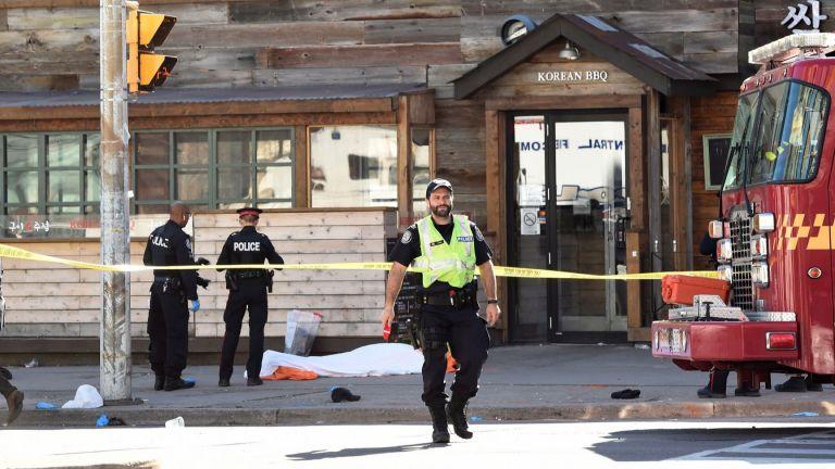 10 загинали, 15 ранени при нападението с ван в Торонто