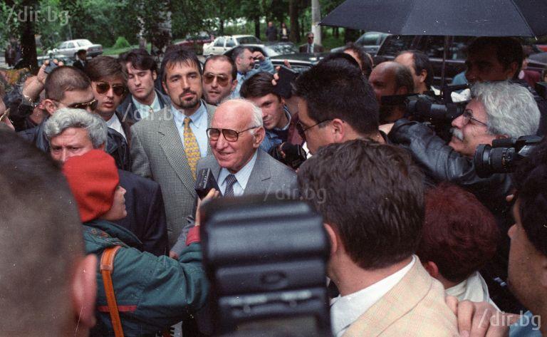 През 90-те години Бойко Борисов охранява Тодор Живков