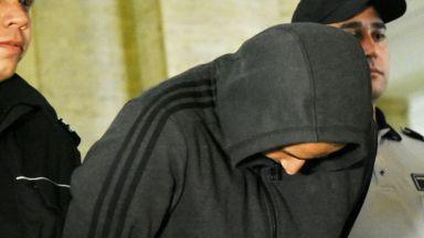Адвокатът на хвърлилия бомбичката по полицай: Той много съжалява