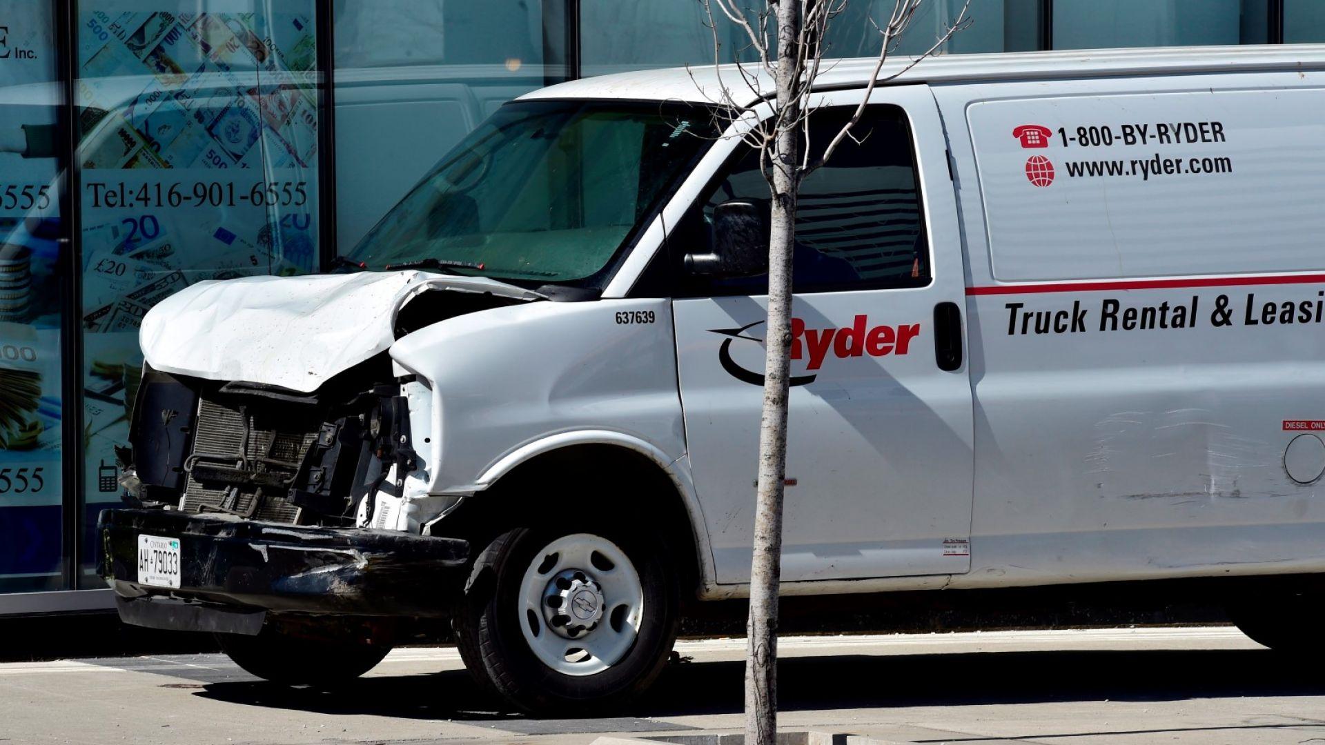 Видео показа задържането на нападателя, прегазил с ван десетки хора в Торонто