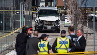 Нападателят от Торонто оставил шифровано съобщение във Фейсбук