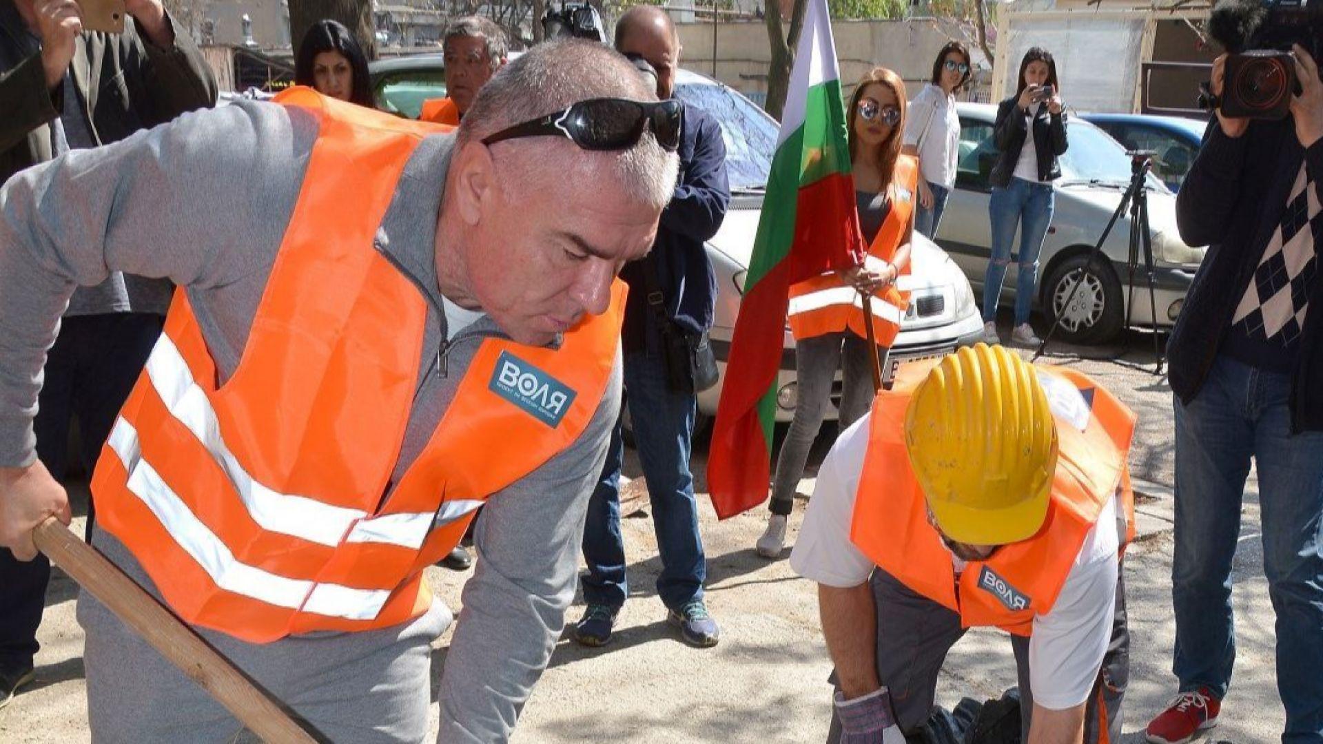"""""""Воля"""" бойкотираха дебатите по вота на недоверие, запълват дупки във Варна"""