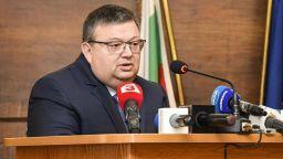 Цацаров: За подхвърлени пари на Иванчева и дума не може да става