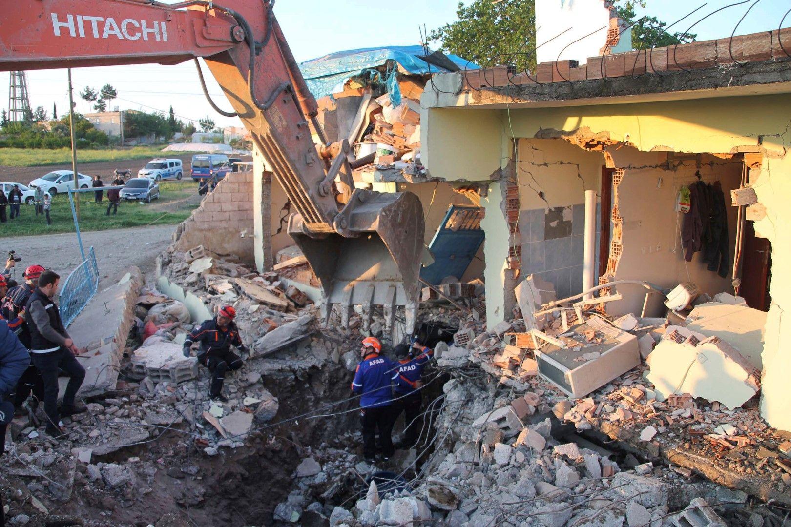 Силно земетресение разлюля Турция, 30 са ранени