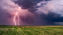 Идват нови порои и градушки. Какво да правим, когато ни настигне буря?