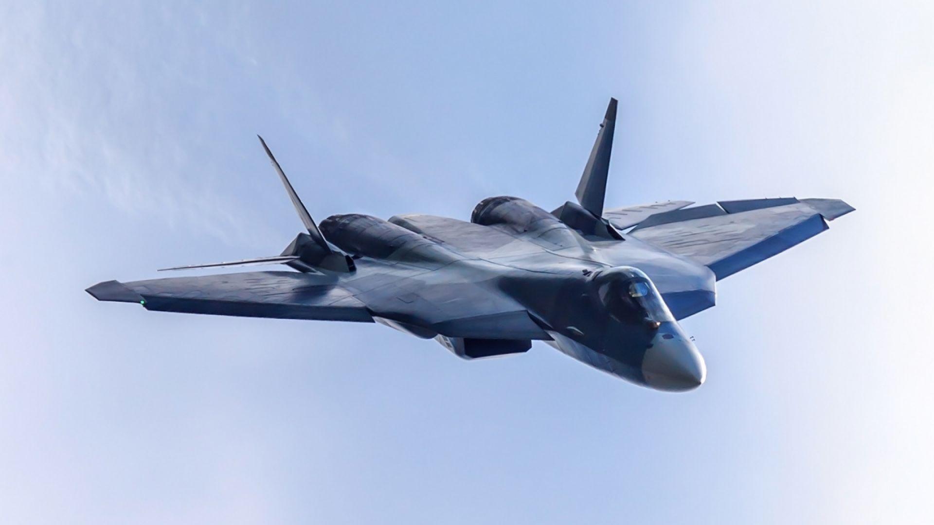 Русия публикува ново видео с полет на стелт изтребителя Су-57