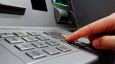 Австралиец обира банкомати с... дъвка