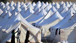 Брюксел дава още 3 милиарда евро на Турция за бежанците