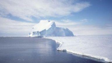 Откриха микропластмаса в ледената покривка в Арктика