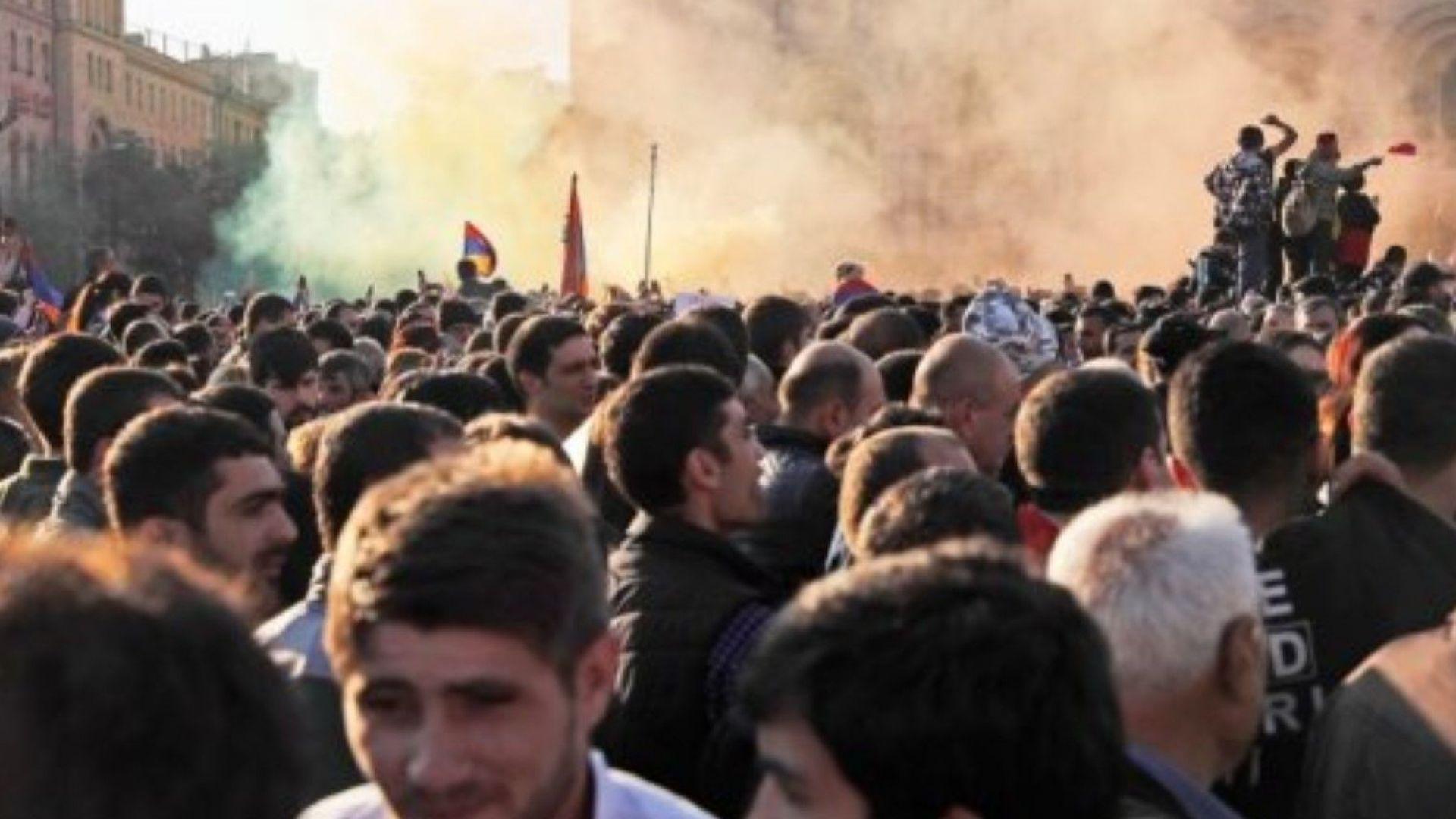 """В Армения """"кадифената революция"""" избухна отново"""