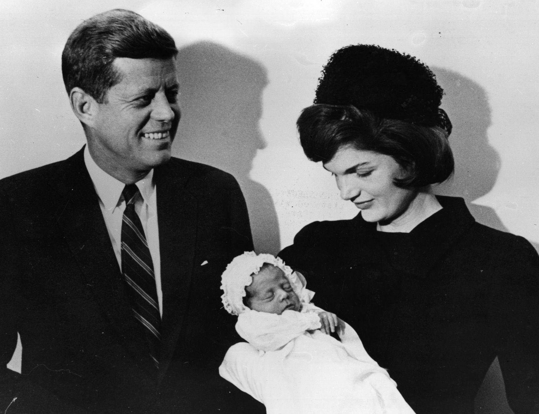 Джон Кенеди и Джаки Кенеди на кръщенето на Джон Кенеди-младши
