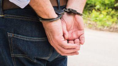 От 5 до 20 г. затвор грозят задържания за блудство с две деца в столично училище