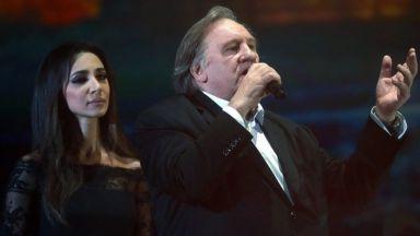 Депардийо пя песни на Висоцки на юбилейния концерт в Москва