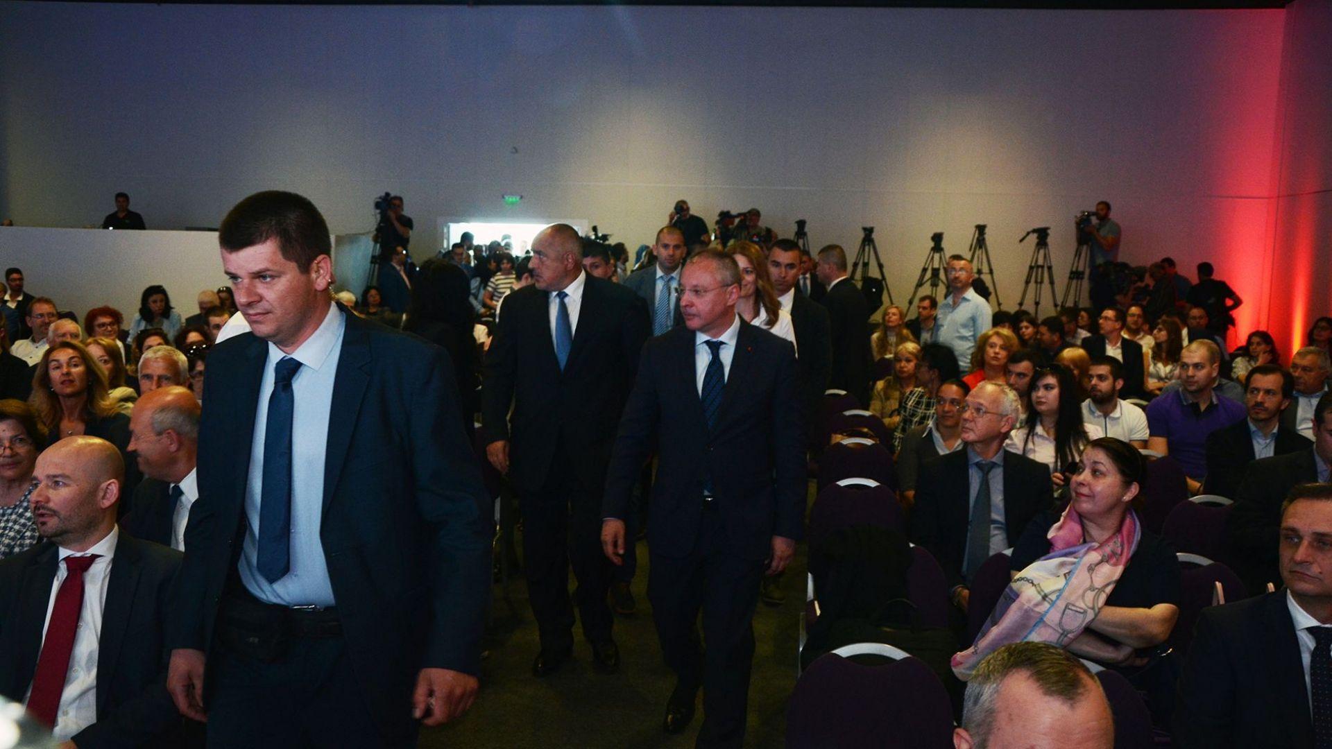 """Лидерът на ПЕС Сергей Станишев и премиерът Бойко Борисов на конференцията """"Европа отново на път - икономическата логика срещу митовете"""""""
