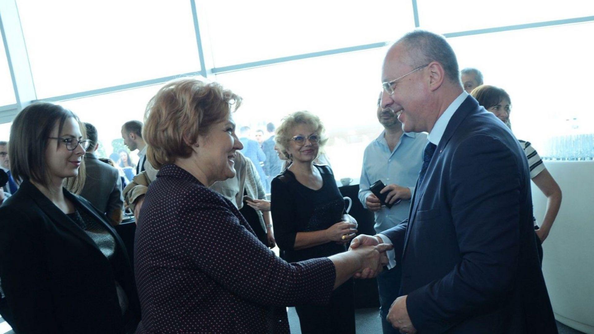Сергей Станишев посреща гостите на конференцията
