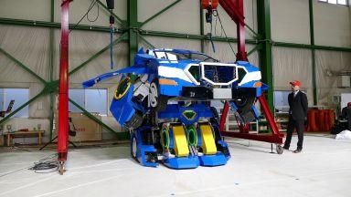 Трансформиращ се робот дебютира в Япония