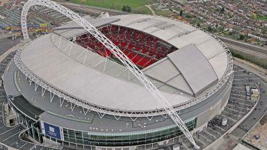 """Англия разреши 8000 фенове на финала за Купата на лигата на """"Уембли"""""""