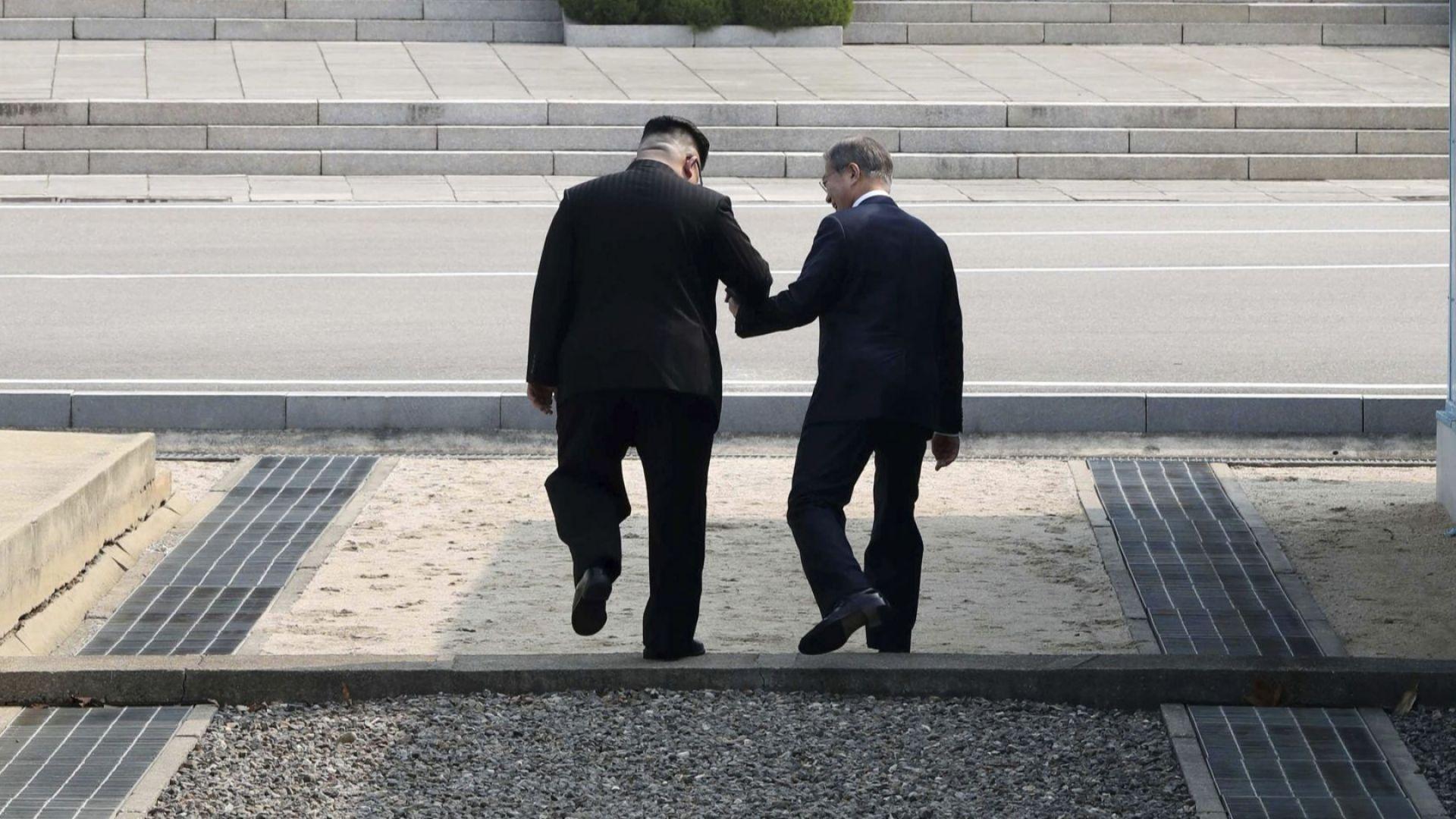 """Ким """"дръпна"""" Мун на севернокорейска земя, сестра му иска бързо обединение на двете Кореи"""