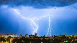 Прогноза за два дни дъжд и гръмотевици