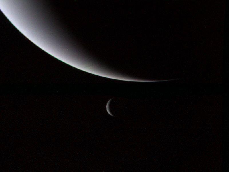 Нептун и Тритон в далечината