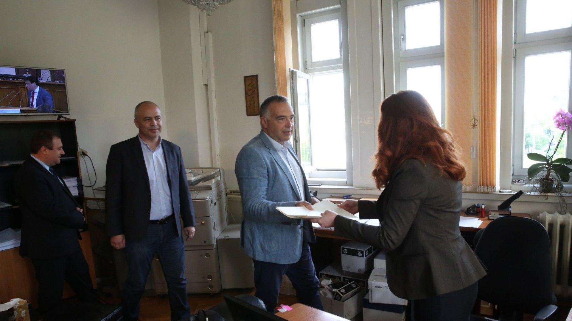 БСП внесоха искането за оставка на зам.-председателя на парламента Емил Христов