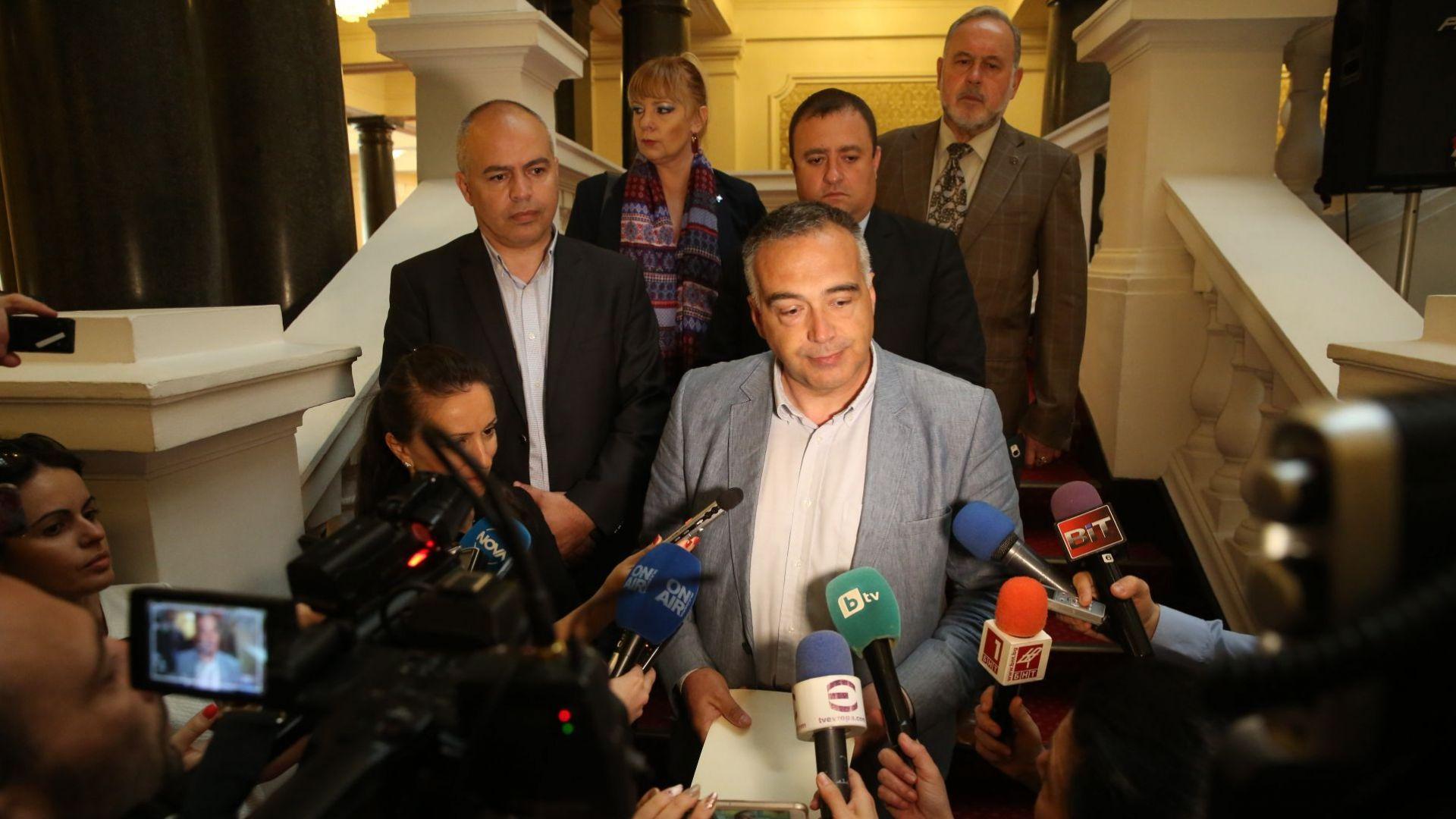 Групата на БСП даде пресконференция след като внесе оставката