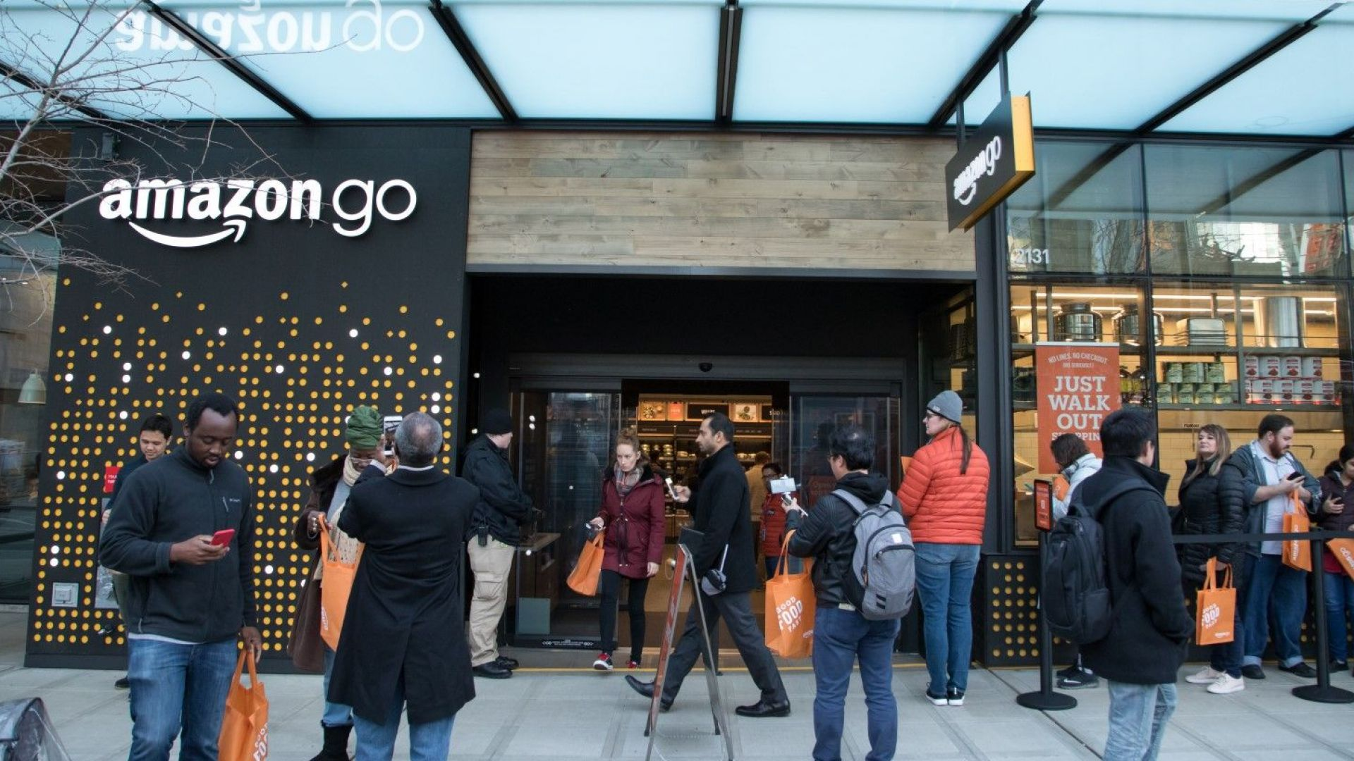 Бум на онлайн търговията: Amazon удвои печалбата си