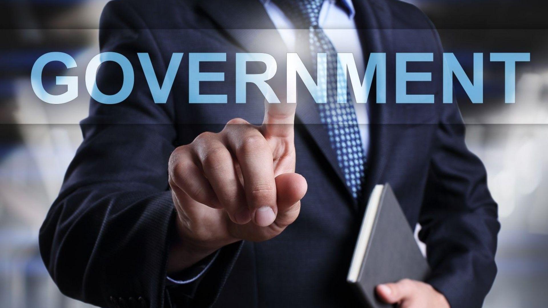 Няма как да се направи е-управление с аналогови политици