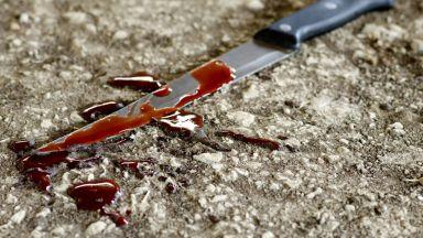 Жена намушка с нож в гърдите мъжа си след скандал