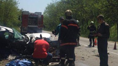 Жестока катастрофа стана край с. Маринка, има загинала жена и ранени