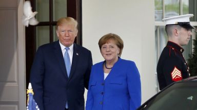 Тръмп посрещна Меркел в Белия дом с целувки