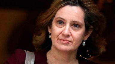 Британският вътрешен министър подаде оставка след скандал за мигранти