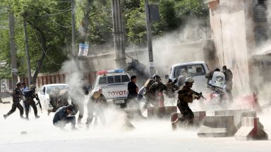 11 деца и няколко журналисти загинаха при атентати в Афганистан