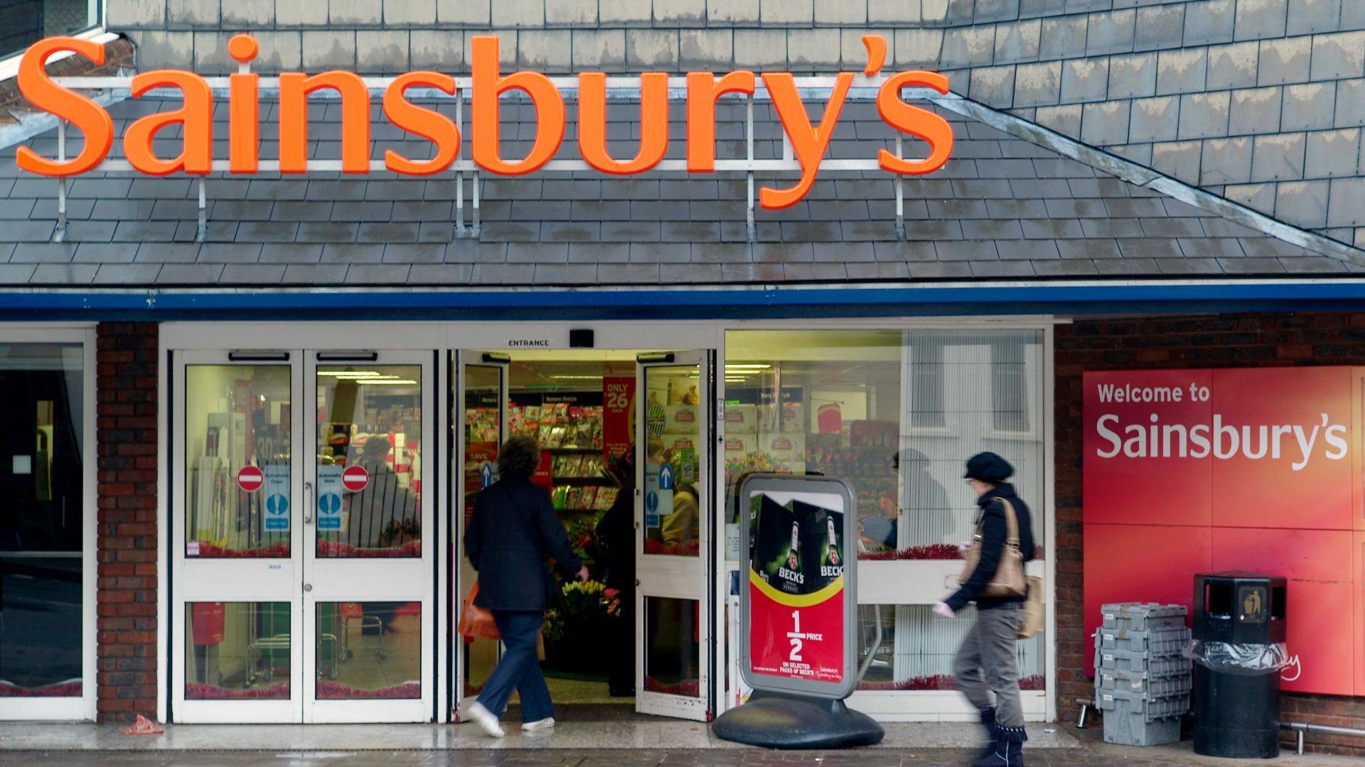 Двата най-големи супермаркета в UK се сливат